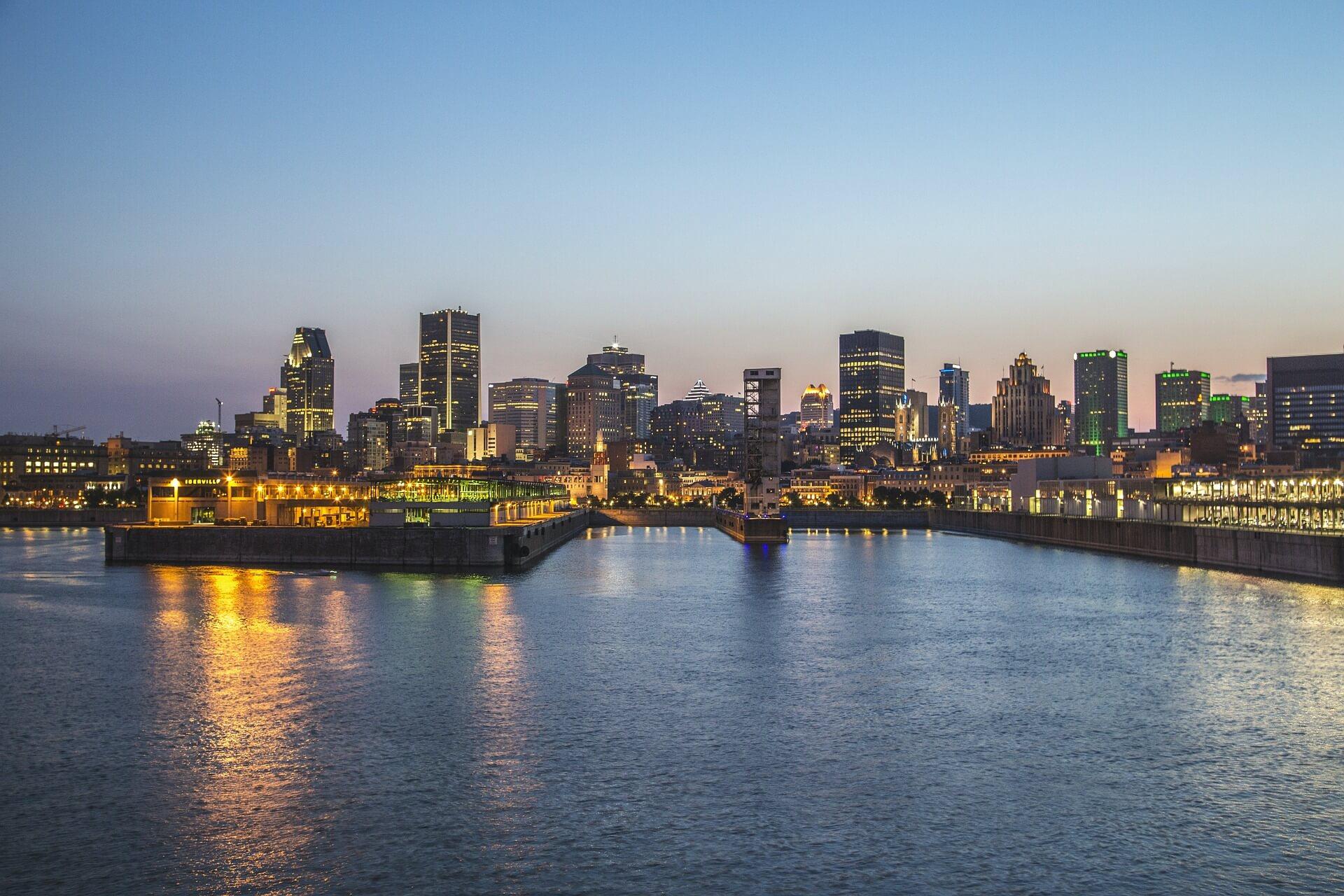 vue du centre-ville et du vieux-port de montréal